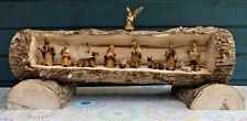 Weihnachtskrippe aus Baumstamm - mit Figuren - 49 cm - Durchmesser 14 cm -