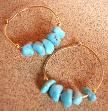 2209 /  BOUCLES D'OREILLE PERCEES PERLES TURQUOISE / METAL DORE