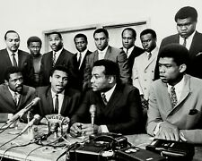 JIM BROWN & MUHAMMAD ALI w/ OTHER ATHLETES THE