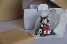 DISNEY ORNAMENT GROLIER FIGARO CAT PRESENTS PINOCCHIO CHRISTMAS HOLIDAY XMAS