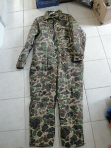 Gently Worn Mens L Full Body Trophy Club Hilton Field Camouflage Hunting Outfit.