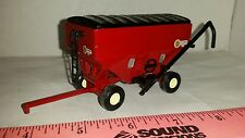 1/64 ERTL CUSTOM FARM TOY RED UNVERFERTH GRAVITY AUGER COVERED SEED GRAIN WAGON