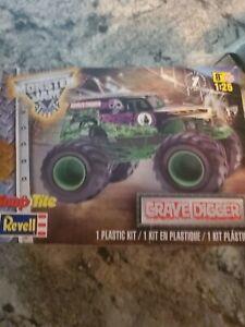 Revell Monster Jam GRAVE DIGGER Snap Tite Plastic Model Kit 1:25 Scale