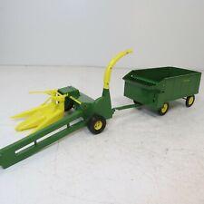 John Deere Silage Chopper w/2-Row Corn Head and Chuck Wagon by Ertl - 1/16