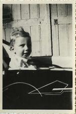 PHOTO ANCIENNE - VINTAGE SNAPSHOT - ENFANT LANDAU PORTRAIT - BABY CARRIAGE 1944