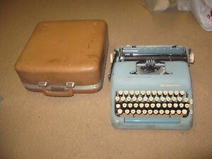 vintage 1950s SMITH-CORONA Silent Super portable TYPEWRITER w/case H65432L