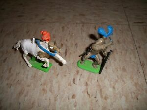 """1987 Britain's Knight 2.5"""" tall Plastic figure w/metal base and Horse 1971"""