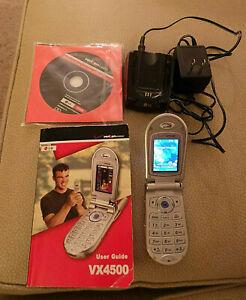 working LG VX4500 Metallic Silver Verizon Cell Phone w Manual, Charger, CDROM
