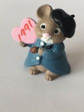 1990 Hallmark Valentines Merry Miniature Artist Mouse Holding Heart, Qsm1519