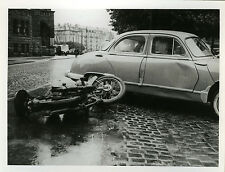 PHOTO ANCIENNE - VINTAGE SNAPSHOT - VOITURE MOTO ACCIDENT -CAR MOTORBIKE CRASH 2