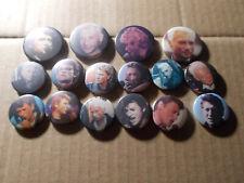 16  Badges diametre 32 et 25 mm  de  JOHNNY HALLYDAY originaux très bon état