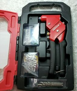 Arrow 1-Handed 360 Swivel Head Riveter Kit. Quick change rivet heads with case.