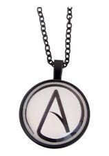 Collier pendentif symbole athée athéisme, sans dieu, fond blanc.