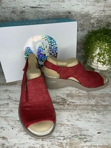 New~ Women's Bzees Delicious Red Scarlett 22 Washable Slingback Sandals Size 8 W