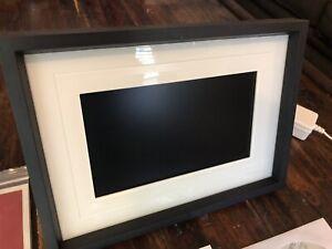 "Kodak EasyShare W820 8"" Wireless-Enabled Digital Picture Frame"