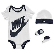 Nike Baby Geschenk Set 3-er Strampler kurzarm Body Socken Mütze Jungen Gr. 0-6 M