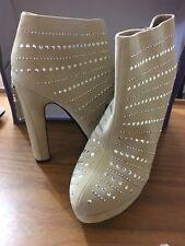 Ladies shoes boots Beige heals Size 6 Brand New Stud Detail And Zip To Heel