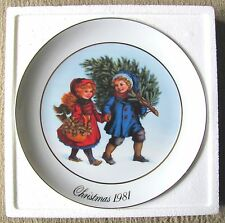 Avon Christmas Memories Plate #1 - Sharing The Christmas Spirit (1981) - Nm