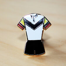 BLACK, WHITE, RED & YELLOW RUGBY LEAGUE V STYLE KIT ENAMEL BADGE - BULLS COLOURS