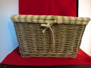 "14"" x 11"" x 8"" White Wicker Basket"