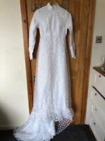 Vintage Lace Wedding Dress White High Neck Long Sleeves Size 6-8