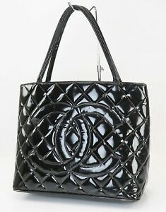 Auth CHANEL Black Quilted Patent Leather CC Medallion Tote Bag Purse #40493