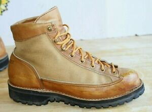 Vintage Danner Hiking Mountain Men's Boots Wheat Leather. USA Made Size 9 M.