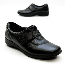 Clarks Collection Ladies 6.5 M Gael Bombay Flat Black Leather Comfort Strap