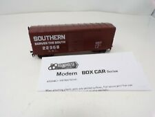 New HO scale Southern Railroad box car Roundhouse - E