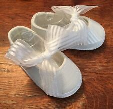 Baby Deer Mary Jane White Satin Bow shoes Size 3 Crib 6-9 months