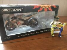 Minichamps 1:12 Rossi 2009 Estoril Yamaha YZRM1 Figurine And Diecast Bike