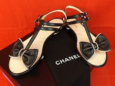 16P NIB CHANEL BLACK LEATHER BOWS PEARLS CC LOGO THONG FLATS SANDALS 37.5 $ 875