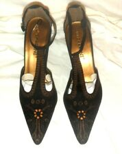 New CARRINI Shoes Brown Faux Suede with embroidered  flowers size 6.5