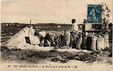 CPA  Les Marais Salants - La Mise en sac et Pesage du Sel  (587792)