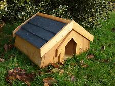 Casa de erizo con un techo de pizarra * diseñado y hecho a mano por país malvados *