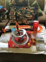 2007 HOT WHEELS SPIN CITY FLIP N GO PLAYSET COMPLETE IN OPEN BOX