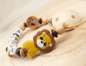 Schnullerkette mit Namen Junge ♥ Born 2021 Silikon Löwe ♥ Babygeschenk Holz senf