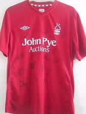 Nottingham Forest 2012-2013 Squad Firmado Hogar Camiseta De Fútbol Certificado de Autenticidad/40845