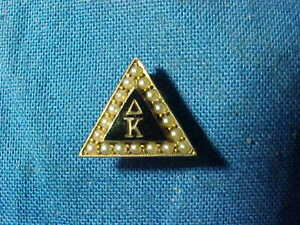 Vintage DELTA KAPPA FRATERNITY 10k GOLD Triangle PIN w SEED PEARLS