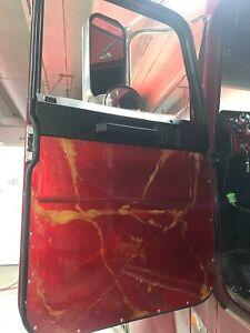 Freightliner Classic / Freightliner FLD 120. 1997 - 2007. 2 Door Panel Resin.