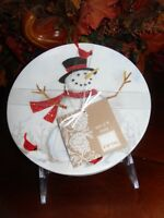 222 FIFTH WINTER CHEER SNOWMAN SET/4 APPETIZER PLATE RED BIRD CHRISTMAS  NEW