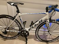 Fuji Altamira 2.5 Carbon Fiber w/ Shimano 105 Group set and Mavic Carbon Wheels
