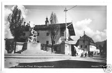 AK, St. Johann Tirol, Straße mit Kriegerdenkmal, 1930