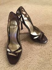 GUESS by Marciano BROWN MULTI PATENT WGPEERS Peep Toe HEEL SZ 9 WITH BOX