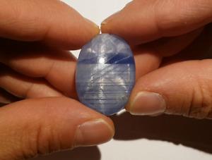 *** Mit Video: Seltener, intensiv blauer Sternsaphir aus Myanmar ***
