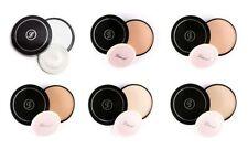 Productos de maquillaje blanco para el rostro