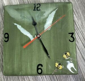 """Ceramic Bumble Bee Wall Clock Battery Operated Green 8""""x8"""" NOS"""