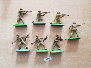 Britains Deetail WW2 British Infantry 7 figures (lot 3441)