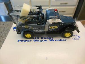 NIB - Danbury Mint - 1:24 - 1946 Dodge Power Wagon Wrecker / Tow Truck