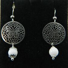 Orecchini donna argento ad amo con pendente traforo farfalla e agata bianca